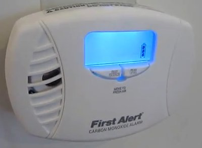 Review of - First Alert CO615 Carbon Monoxide Plug-In Alarm with Battery Backup and Digital Display