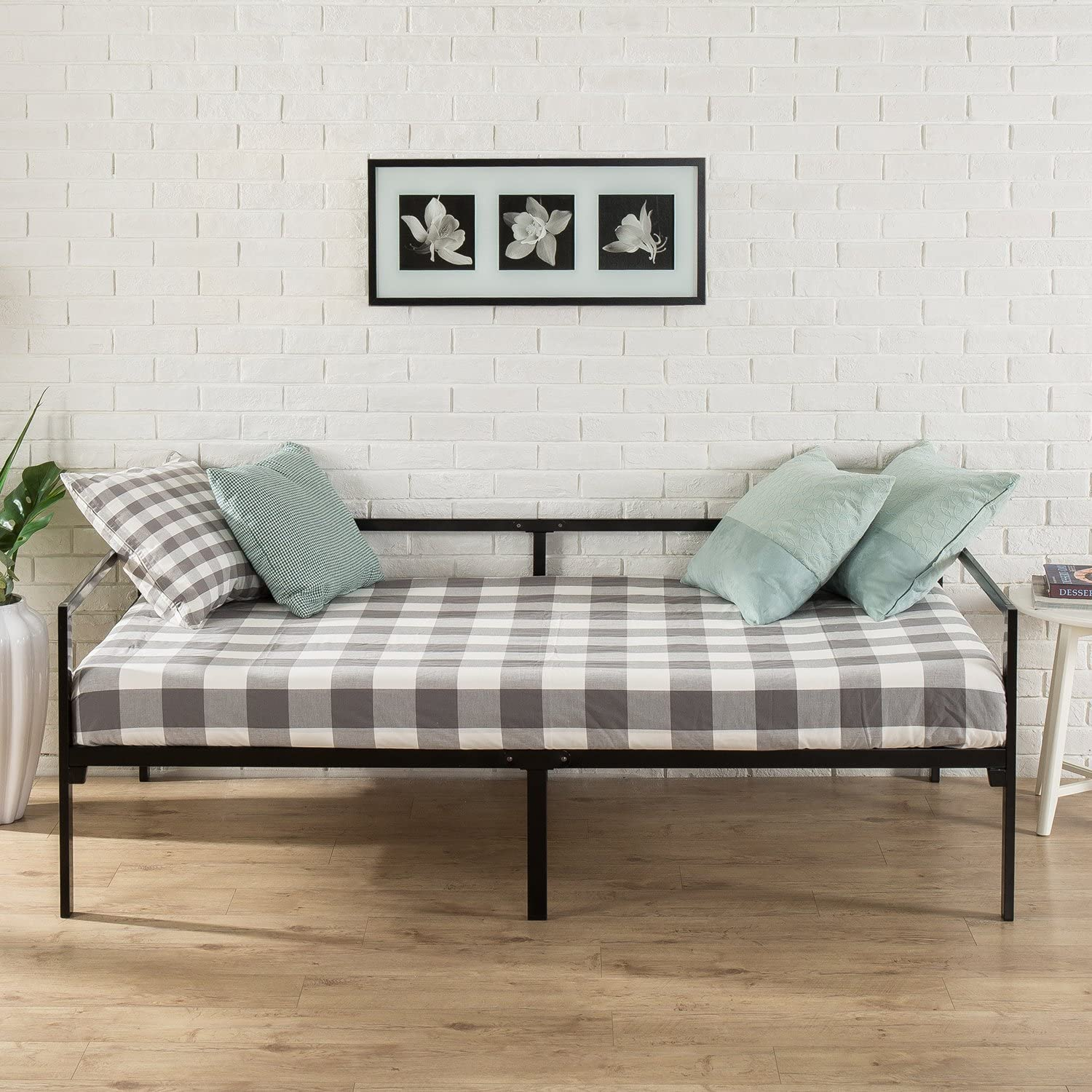 Review of Zinus Brandi Quick Lock Twin Day Bed frame with Steel Slat Support
